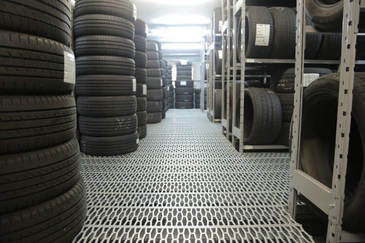 Lager med däck